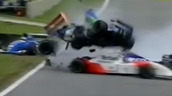 Vandaag 25 jaar geleden: F1-debuut Jos Verstappen eindigt met zware crash