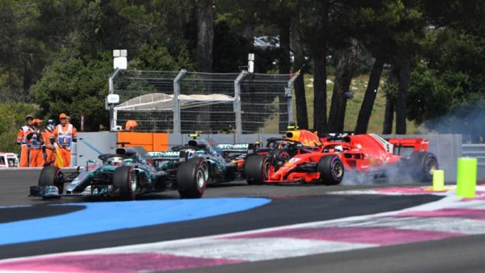 Lewis Hamilton: 'Straf voor Vettel slechts een tik op de vingers'