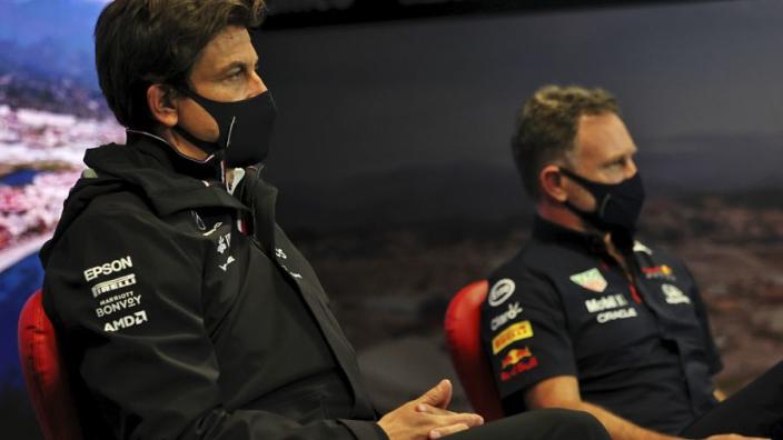 Wolff over inters voor Hamilton: 'Call voor Verstappen maakte het makkelijker'