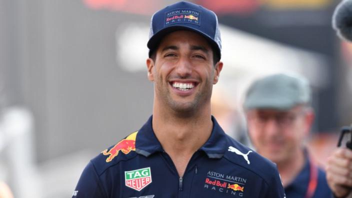Daniel Ricciardo gaat los in reacties op Instagram van Red Bull Racing