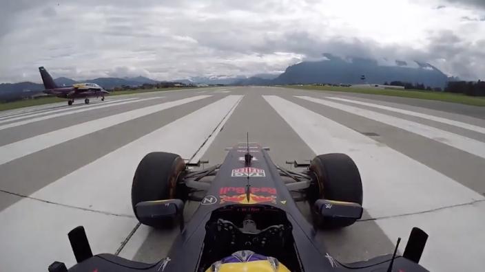Red Bull-bolide neemt het op tegen een gedemilitariseerde straaljager