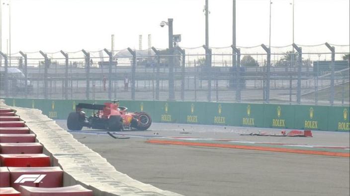 """Vettel biedt excuses aan na harde crash en verklaart: """"Geen controle meer"""""""