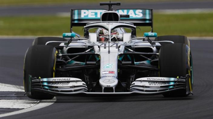Hamilton wint spectaculaire Britse Grand Prix, drama voor Verstappen