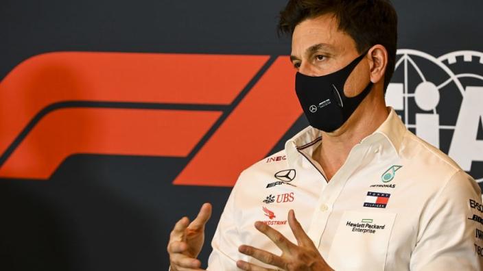 """Wolff over contractverlenging Hamilton: """"Misschien komt de handtekening vlak voor de test"""""""