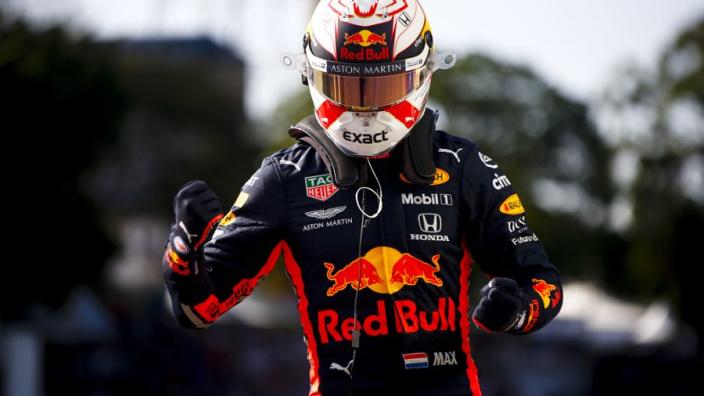 Raceoverall Max Verstappen brengt 27.000 euro in het laatje voor het goede doel