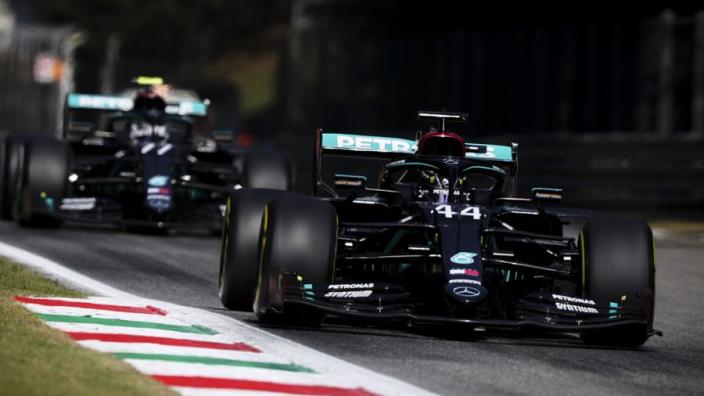Tweede vrije training Grand Prix Italië: Verstappen op seconde van Mercedes
