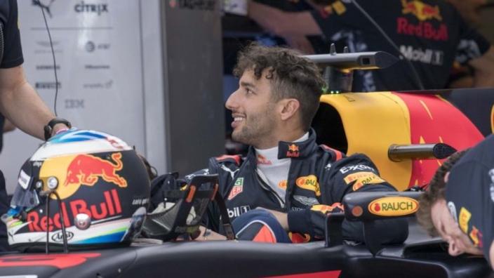 Horner: 'Nog geen grondige contractbesprekingen met Ricciardo'