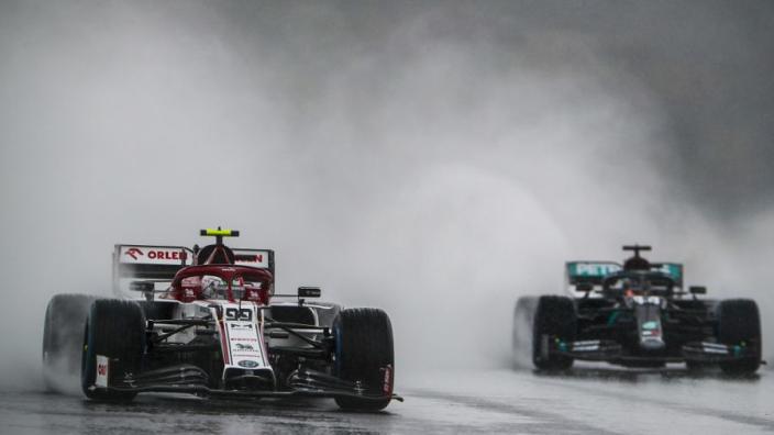 Formule 1 met handen in het haar bij uitstellen kwalificatie in Turkije