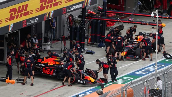 """Villeneuve: """"Red Bull en Verstappen lopen door Albon achter de feiten aan"""""""