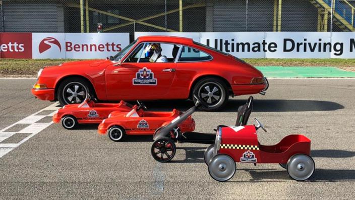 IN BEELD: Doornbos organiseert Grand Prix voor kinderen in strijd tegen kanker