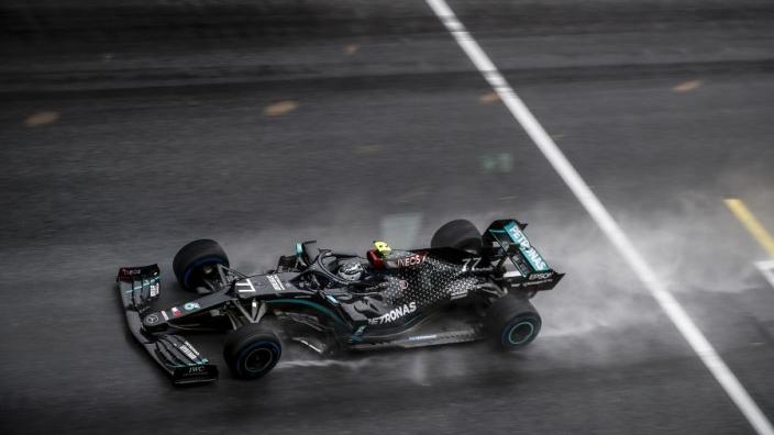 "Hamilton pakt pole position: ""Zag bijna niets"""