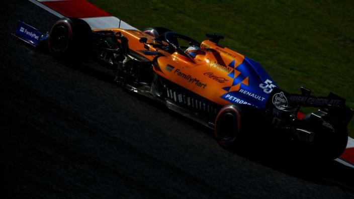 """Sainz trots op prestatie in Japan: """"Leclerc kon mij niet bijhouden"""""""