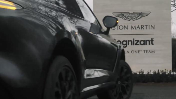 Aston Martin teaset de aanwezigheid van Vettel in de fabriek