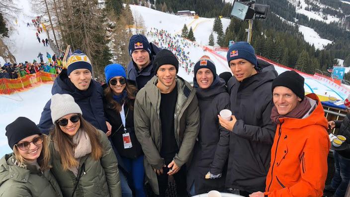 Verstappen en collega's op bezoek bij extreme ski-afdaling