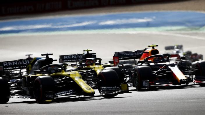 """Ricciardo pakt derde plek op de Nürburgring: """"Abiteboul krijgt een tattoo"""""""