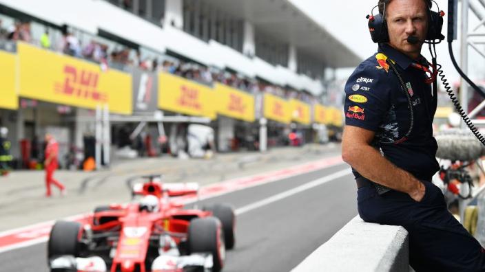 """Horner: """"Laten we niet vergeten dat Mercedes een plek vrij heeft volgend jaar"""""""
