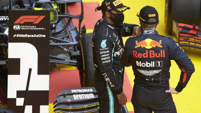 """Hamilton kritisch: """"Red Bull knielt nog voor BLM, Ferrari hoor je niet"""""""