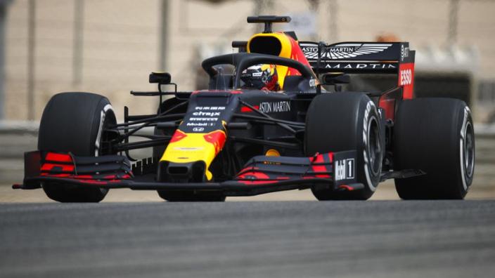 Red Bull Racing steekt RB15 in James Bond-jasje voor Britse Grand Prix