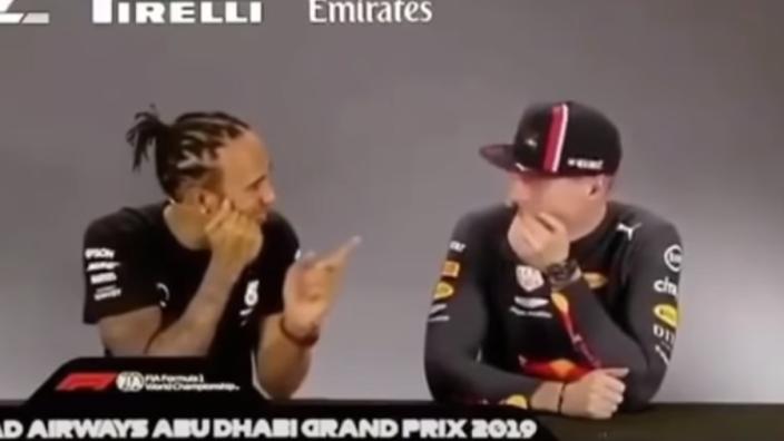 """Throwback Thursday: Hamilton dolt met Verstappen: """"Er zijn zoveel vrouwen hier!"""""""