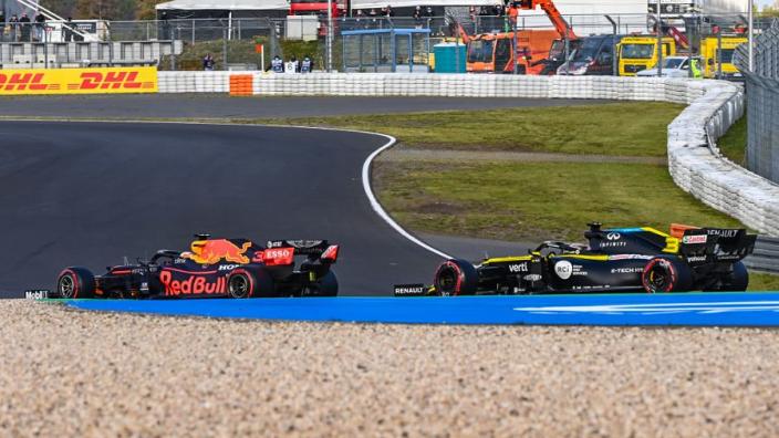 """Doornbos: """"Beetje aparte regel zorgde voor ongelijke strijd Ricciardo en Verstappen"""""""