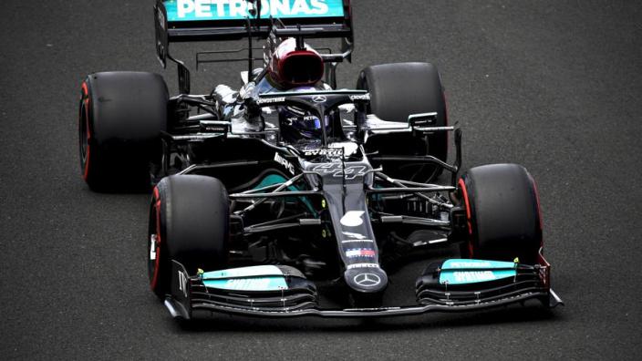 Internet intens verdeeld over pole position Hamilton: fans verbaal op de vuist