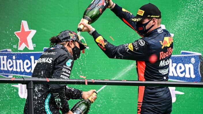 Verstappen vol lof over Hamilton: 'Snel, consistent en maakt zelden een fout'