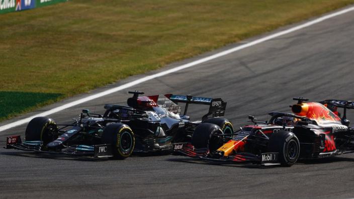 Wolff wil afspraken tussen Verstappen en Hamilton: 'Elkaar niet verhinderen van het scoren'
