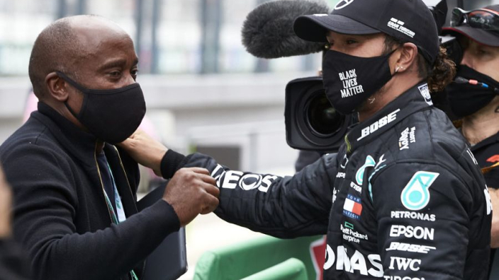 Vader Hamilton heeft alle vertrouwen in titelkansen Lewis: 'Ik ben altijd optimistisch'