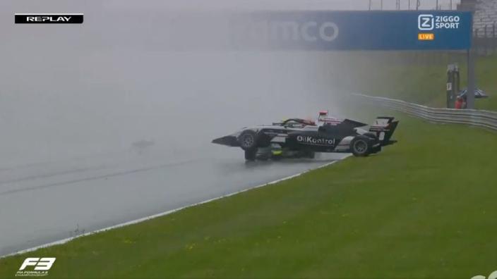 VIDEO: Chaotisch moment in de Formule 3
