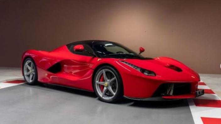 Vettel doet peperdure collectie supercars in de verkoop