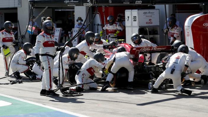 Alfa Romeo gestraft door de FIA voor losvliegen wiel Raikkonen