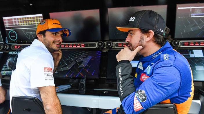 "Domenicali: ""Alonso zal Sainz helpen bij het integreren in Ferrari"""