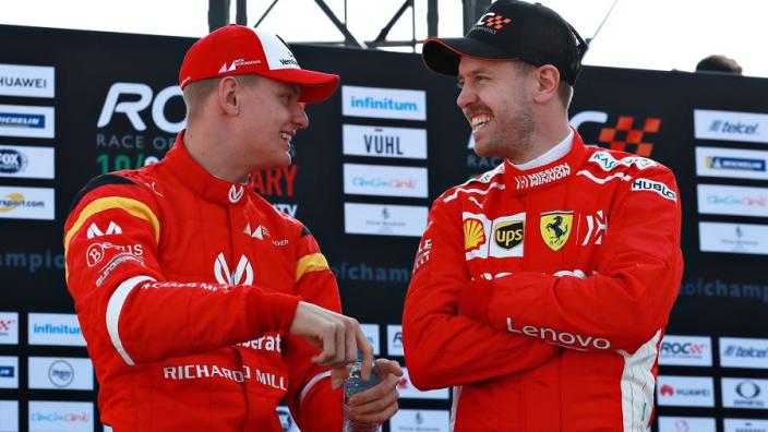 Vettel bereid om Mick Schumacher te helpen: 'Michael deed dat ook bij mij'