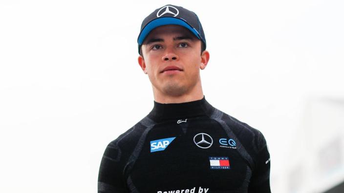 De Vries en Vandoorne namens Mercedes achter het stuur tijdens Young Driver Test
