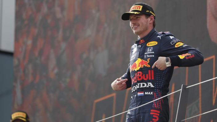 """Red Bull haalt grap uit met Verstappen: """"Michael Schumacher was een Nederlander toch?"""""""