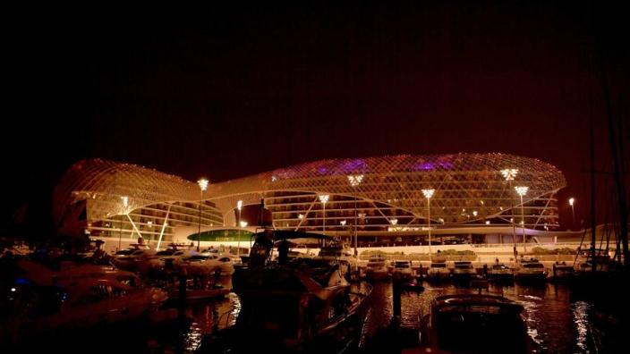F1-circus leeft in strikt regime: verplichte quarantaine en straten afgesloten in Abu Dhabi