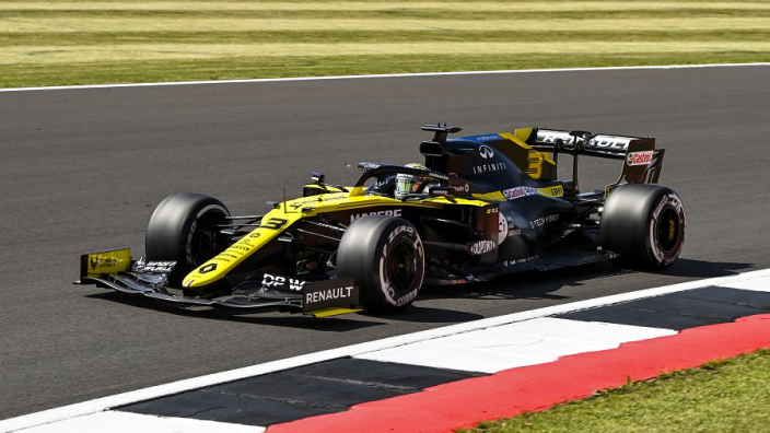 Ricciardo's Renault requires chassis change due to hairline fracture