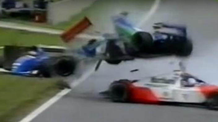 Vandaag 24 jaar geleden: debuut Jos Verstappen eindigt met zware crash
