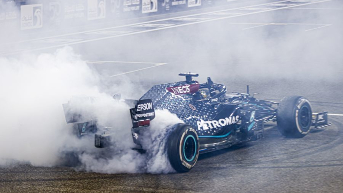 Hamilton hoping for new Mercedes deal by Christmas