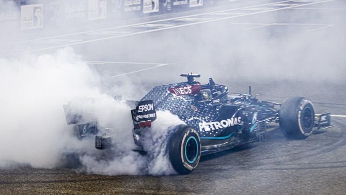 """Hamilton: """"De Mercedes W11 was een meesterwerk"""""""