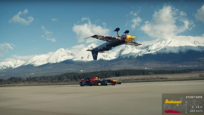 VIDEO: Red Bull Racing gooit wereldwijd hoge ogen met krankzinnige stunt