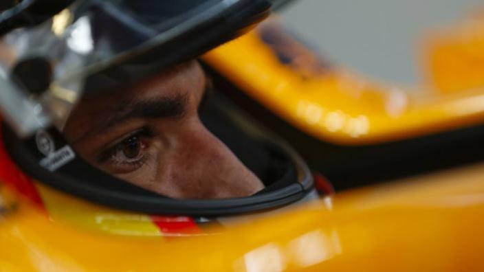 """Sainz: """"Ik kan met Norris beter door één deur dan met Verstappen"""""""