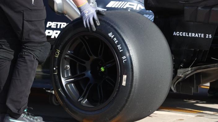 IN BEELD: de 18-inch bandentest van Mercedes en Pirelli op Imola