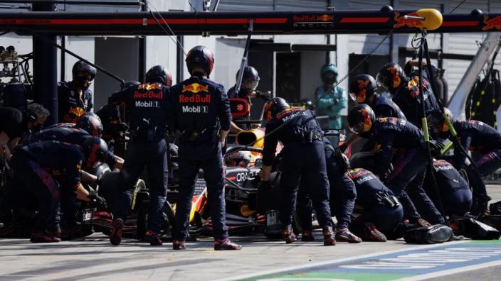 Dit is waarom de pitstop van Verstappen op Monza ruim 11 seconden duurde