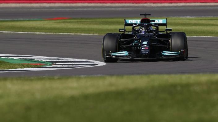 """Schumacher: """"Mercedes heeft de beste motor, maar er is iets mis met de auto"""""""