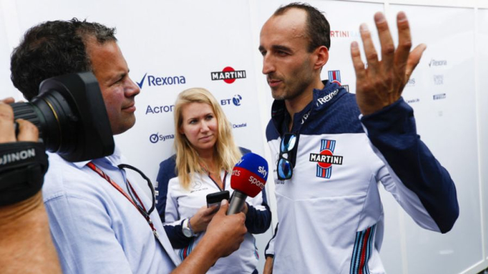 Kubica drives '70 percent left-handed'