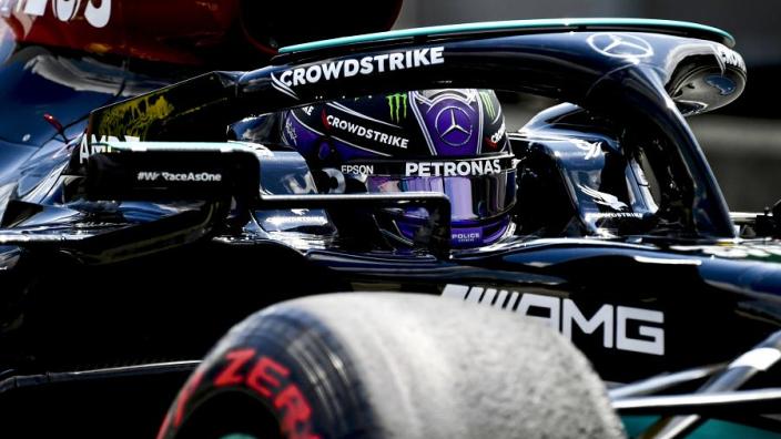"Hamilton trots na pole position: ""Boe-geroep geeft me alleen maar energie"""