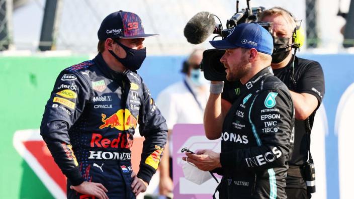 """Verstappen tegen Bottas: """"Ga je voor het motorwissel-record dit seizoen?"""""""