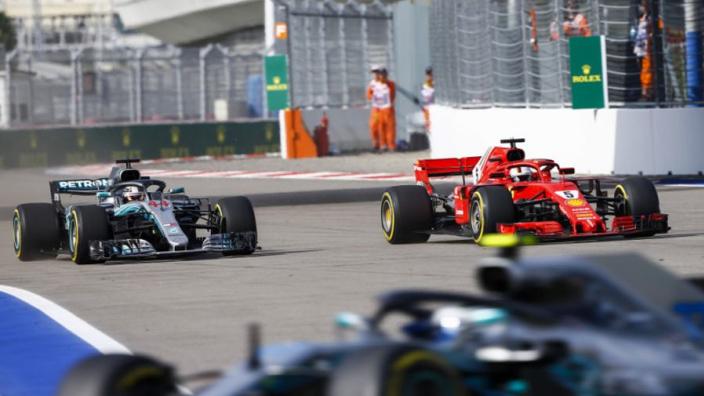 Hamilton: 'Zou graag meer directe gevechten met Vettel hebben'