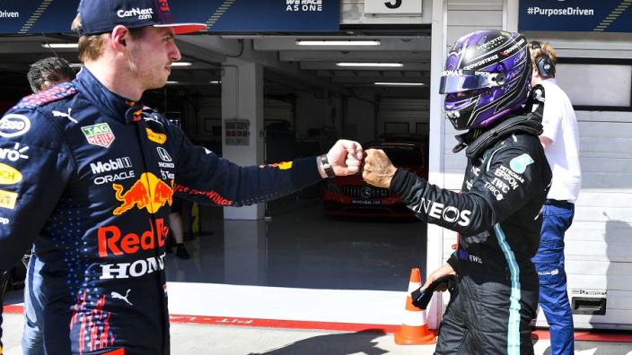 Verstappen geeft titelstrijd niet op: 'Weet zeker dat ik nog steeds sneller ben dan Hamilton'